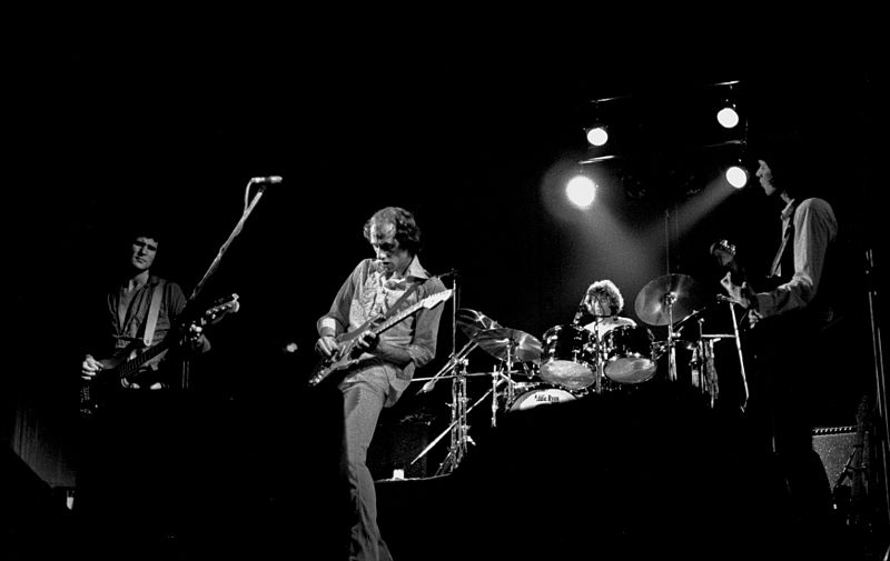Dire Straits Meaning And Origin Story Of The Band Wiki Citrinitas